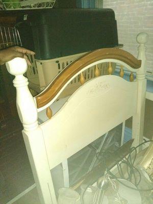 Child's twin head board and foot board for Sale in St. Louis, MO