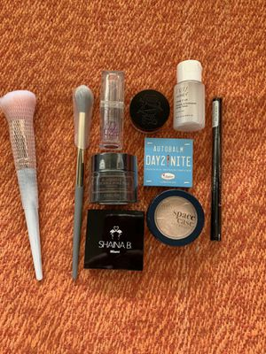 Makeup (misc items) for Sale in Jurupa Valley, CA