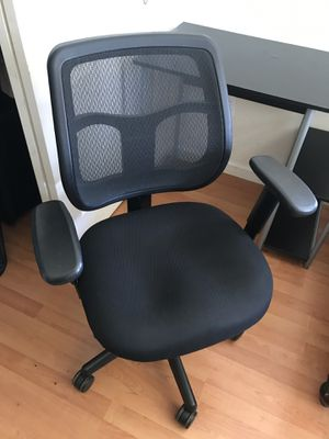 Office desk and chair for Sale in Oakland, CA