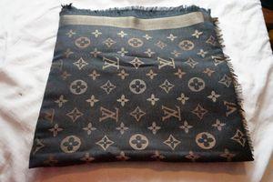 Louis Vuitton LV scarf/shawl *new* for Sale in Woodbridge, VA