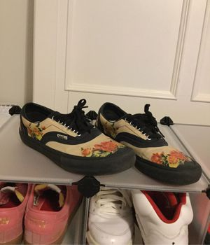 Vans pro x supreme for Sale in Madison, OH