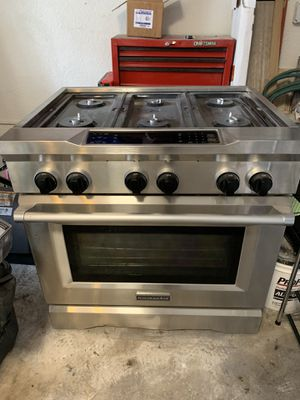 Kitchen aid 36'' 6Burner Dual Fuel Freestanding Range gas and electric for Sale in Plantation, FL