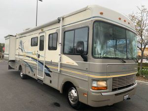 2001 Fleetwood Bounder 34ft Double Slide 51,000 miles Like Brand New! for Sale in Jurupa Valley, CA