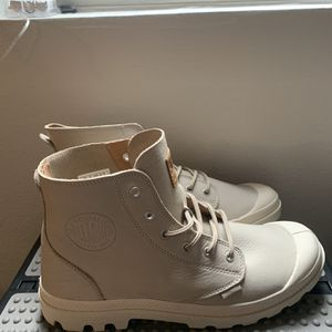 Men's Palladium Pampa Hi, Size 10 - Brand New for Sale in Austin, TX