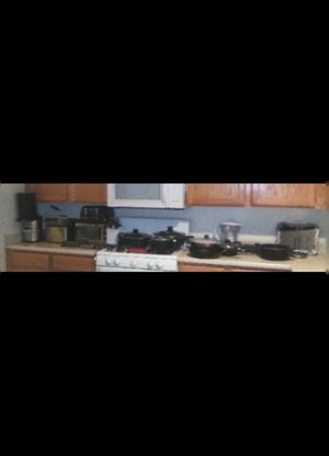 Juicer, Deep fryer, popcorn maker, toaster oven, pots and pans, knives and spatulas , etc.... for Sale in Las Vegas, NV