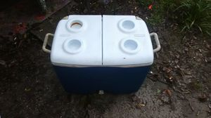 Rubbermaid wheeled Cooler for Sale in Cypress Gardens, FL
