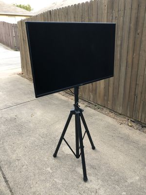 40 inch Smart Tv with Tripod for Sale in Dallas, TX