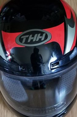 THH XL Full Face black red silver Flip visor DOT Federal Safety Padded Red for Sale in East Wenatchee,  WA