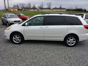 2004 toyota sienna xle awd for Sale in Piney Flats, TN