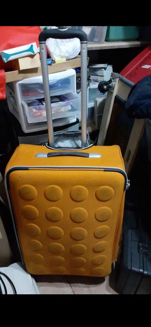 luggage suit case 4 wheels for Sale in Fort Lauderdale, FL