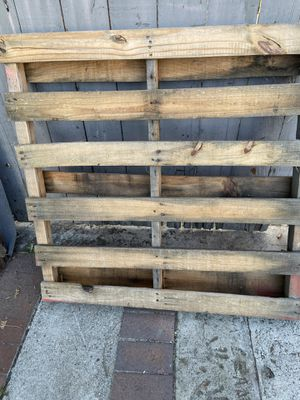 Wooden pallet 3 feet long for Sale in Cerritos, CA