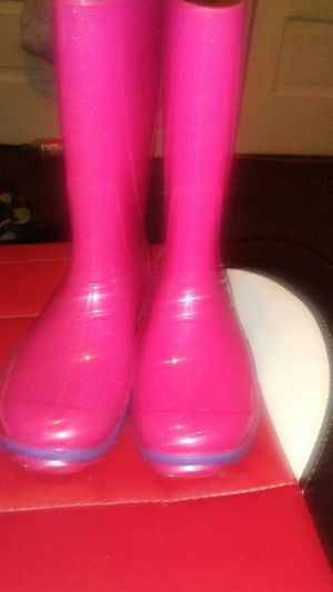 Pink rain boots ..New for Sale in Cleveland, OH