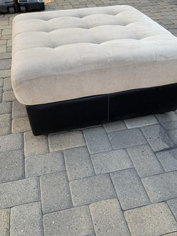 Ottoman for Sale in Downey,  CA