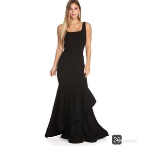 Large, Windsor ruffled long formal dress for Sale in Compton, CA