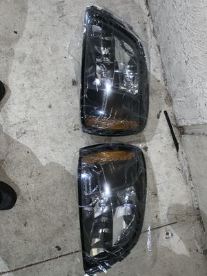 2001-2005 Cadillac Deville headlights for Sale in Miami Gardens, FL