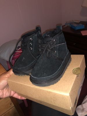 Ugg boots neumel size 6 toddler for Sale in Fontana, CA