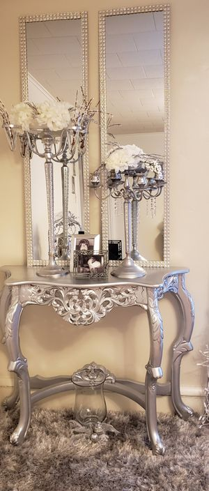 Beautiful entryway table with set of mirrors that can be hung on the wall and new gray rug included for Sale in Reading, PA