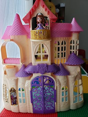 Girl castle toy for Sale in Diamond Bar, CA