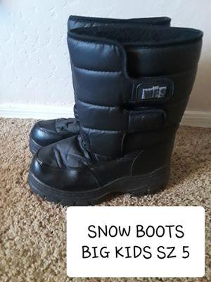 BIG KIDS SZ 5 SNOW BOOTS for Sale in Surprise, AZ