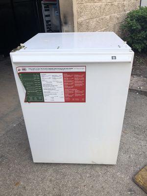Under the counter mini fridge for Sale in Winter Park, FL