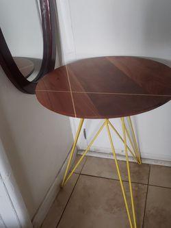 Small Corner Table for Sale in Garden Grove,  CA