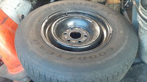 2002 chevy Express 2500 tire, Lt215/85R16 taking up space come get it for 10,located on Beggs road,or come get it for free for Sale in Lockhart, FL