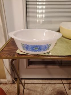 Vintage Blue & Green Milk Glass Bowl for Sale in San Antonio,  TX