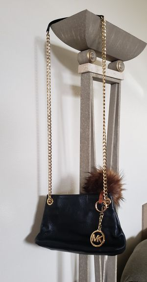 Michael Kors Cross Bodybag for Sale in Mountlake Terrace, WA