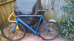 Road bike with fixie swap hub for Sale in Dallas, TX