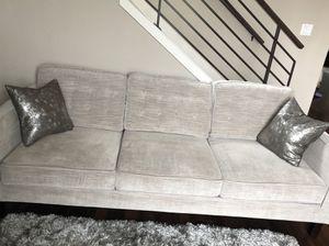 Light grey Couch/sofa for Sale in Auburn, WA