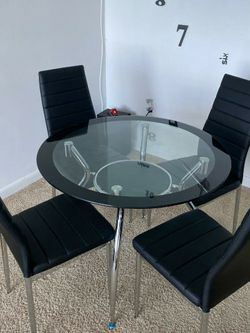 Diningroom set 4chairs Table Glass White Black And Red New for Sale in Miami,  FL
