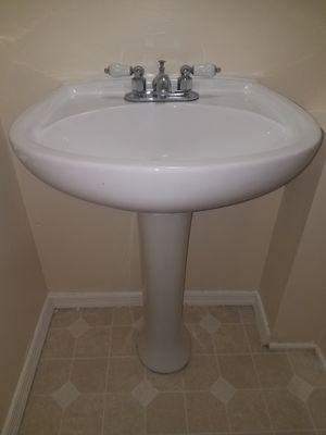 Pedestal Sink, Hand Towel & Toilet Paper Holder, Sconce Light Fixture for Sale in UPR MARLBORO, MD