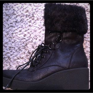 Size 8 boots with faux fur on top for Sale in Rockville, MD