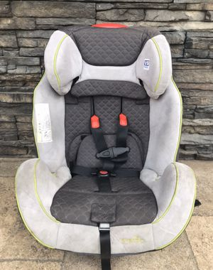 LIKE NEW EVENFLO CONVERTIBLE CAR SEAT for Sale in Colton, CA