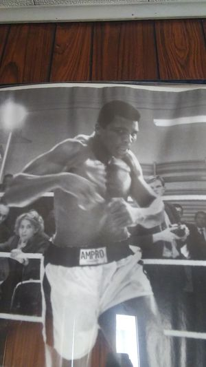 Picture framed muhammad Ali for Sale in Buffalo, NY
