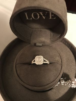 Vera wang diamond ring. for Sale in Fargo, ND