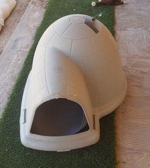Medium igloo/ dog house for Sale in Maricopa, AZ