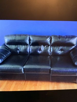 Black leather couch for Sale in Woodbridge, VA