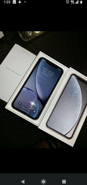 iPhone XR White for Sale in Hoquiam, WA