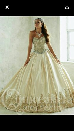 Vestido quinceanera size 6 / Quiencesnera dress size 6 for Sale in Miami,  FL