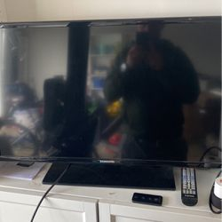 26' SAMSUNG TV WITH REMOTE for Sale in Oregon City,  OR