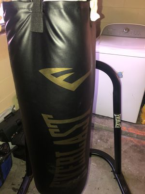 Everlast boxing bag, speed bag, and stand all in one for Sale in TWN N CNTRY, FL