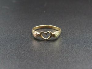 Size 4.5 10K Gold Dainty Leaf Accent Heart Band Ring Vintage Estate Wedding Engagement Anniversary Gift Idea Beautiful Elegant Unique Cute for Sale in Lynnwood, WA