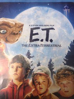 E.T. Blu ray + DVD for Sale in Everett,  WA