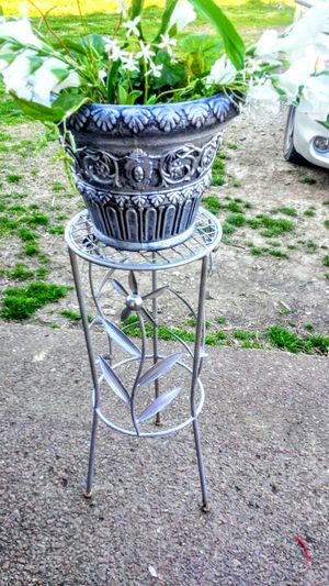 Metalic Tone Plant Stand and Pot for Sale in Nashville, TN