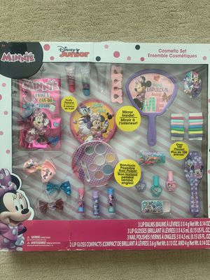 Disney Junior Minnie Mouse cosmetic set for Sale in Gilbert, AZ