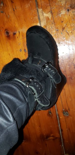 Fendi Shearling Booties sze.9$150 for Sale in New York, NY