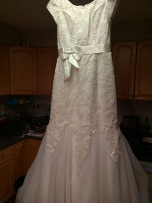 Wedding dress lace crystal size 10 for Sale in Lucas, TX