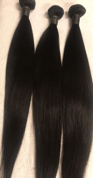 "Straight hair bundle deal 18""20""22"" with 16"" closure free part. for Sale in Las Vegas, NV"
