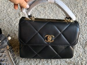Beautiful Chanel bag / actual pics for Sale in Patterson, CA